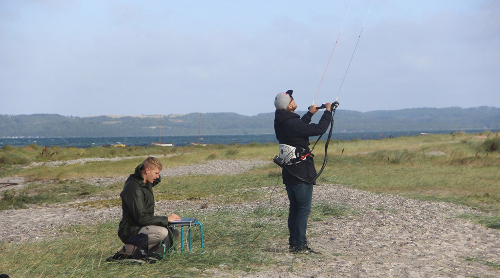 Evaluation of the tactile communication for kite control tasks
